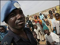 Police advisor from the United Nations African Union Mission in Darfur (UNAMID) with displaced families in the camp of ZamZam (12.01.08)
