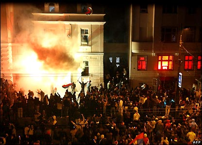 Serbian protesters set fire to the US embassy in Belgrade, Serbia
