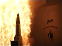 The USS Lake Erie launches a Standard Missile-3 at a satellite orbiting over the Pacific Ocean (21/02/2008)