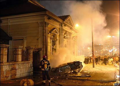 A car burns in front of a restaurant in Belgrade, 21 February 2008