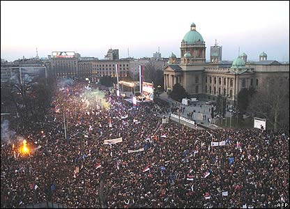 Serbian protesters gather in front of the parliament building in Belgrade, 21 February 2008