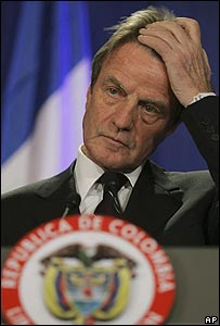 Bernard Kouchner, canciller de Francia, en Bogotá el 21 de febrero