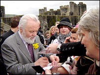 Sir Anthony Hopkins gives autographs to fans with Caerphilly Castle in the background