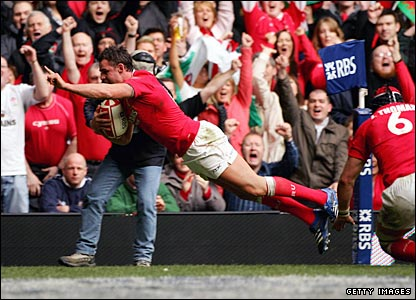 Lee Byrne crosses for Wales' first try against Italy in Cardiff on Saturday