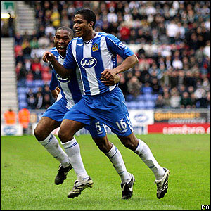 Lovely work from Wilson Palacios sets up Antonio Valencia to double the margin at Wigan