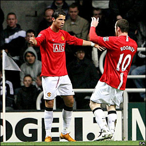 Manchester United's Wayne Rooney celebrates scoring his sides first goal of the match with teammate Cristiano Ronaldo