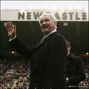 Former Newcastle united manager Sir Bobby Robson acknowledges the crowd prior to the match on his 75th birthday