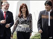 De izq. a der.: Luis Inácio da Silva, Cristina Fernández y Evo Morales
