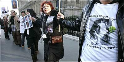 Cadena humana en París por Ingrid Betancourt