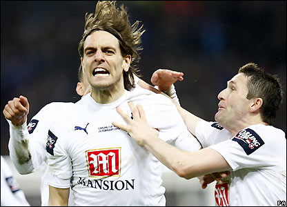 Woodgate celebrates his goal