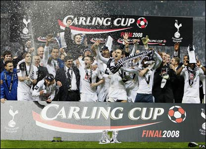 Spurs celebrate the Carling Cup