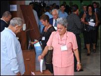 Diputados durante la votación  (Foto: Raquel Pérez)