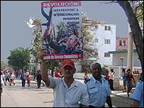 Jóvenes cubanos comunistas (Foto: Raquel Pérez)