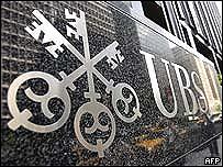 Símbolo del banco suizo UBS, en Nueva York. AFP