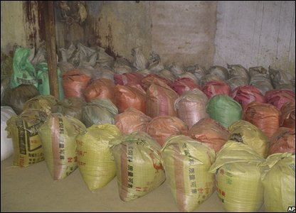 Bags full of by-products at the Yongbyon nuclear plant in North Korea (14/02/2008)