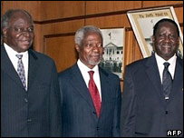Kofi Annan with Kenyan President Mwai Kibaki (L) and opposition leader Raila Odinga