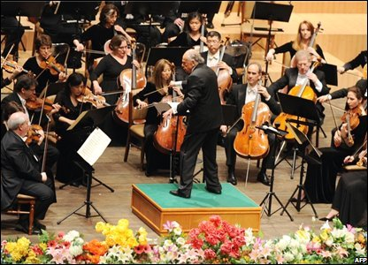 The New York Philharmonic orchestra perform in Pyongyang, North Korea (26/02/2008)