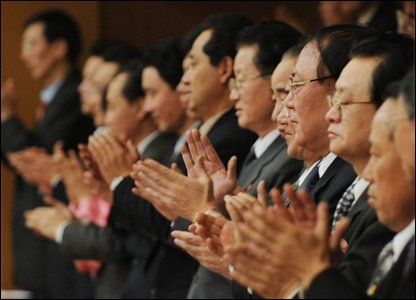 Senior North Korean officials applaud the New York Symphony orchestra after their concert in Pyongyang, North Korea (26/02/2008)