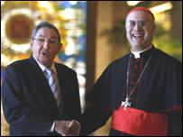Presidente de Cuba, Raúl Castro, y el cardenal Tarcisio Bertone (Foto: Raquel Pérez)