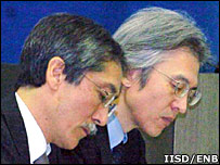 Jun Hoshikawa of Greenpeace and Joji Morishita of Japan's Fisheries Agency Image: IISD/END