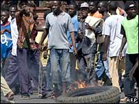 Opposition protesters in Kisumu, western Kenya, 31 January 2008