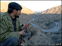Pakistani policeman near the Khyber pass