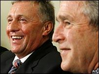 Czech Prime Minister Mirek Topolanek (L) with President Bush