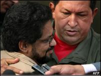 Hugo Ch�vez con Iv�n M�rquez, de las FARC