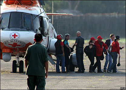 Four hostages leave a helicopter at Santo Domingo airport following their release, 27 February 2008