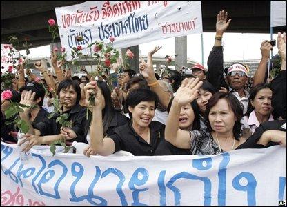 Supporters of former Thai PM Thaksin Shinawatra at Suvarnabhumi international airport, Thailand (28/02/2008)