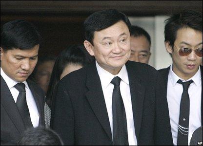 Former Thai PM Thaksin Shinawatra leaves the Supreme Court in Bangkok (28/02/2008)