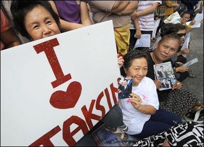 A supporter of former Thai PM Thaksin Shinawatra at Suvarnabhumi international airport, Thailand (28/02/2008)