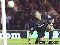 Unlucky Sheff Utd keeper Paddy Kenny looks on in despair