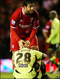 Mido consoles Stephen Quinn after Middlesbrough's late winner