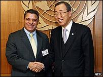 Canciller cubano Felipe Pérez Roque y el secretario General de la ONU Ban Ki-Moon.