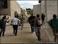 Students of Sapir College run for cover when a warning siren is sounded (28 February 2008)
