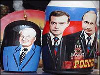 Putin y Medvedev en muñecas rusas.