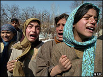 Women weeping at scene of gunfight in Shopian