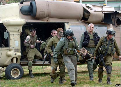 Israeli troops arrive in Israel after evacuating wounded colleague - photo 1 March