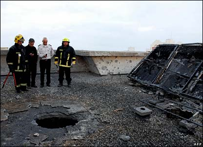 Israeli officials view damage from rocket in Ashkelon - photo 1 March