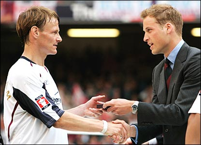 Sheringham receives his FA Cup loser's medal from Prince William