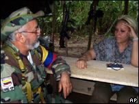 Ra�l Reyes junto a la senadora Piedra C�rdoba