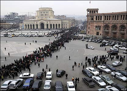 Supporters of opposition leader Levon Ter-Petrosian march in Yerevan on 29 February