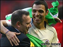Anderson De Silva (right) celebrates with manager Simon Davey