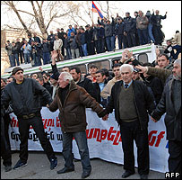 Ter-Petrosian supporters rally in Yerevan, 1 Mar 08