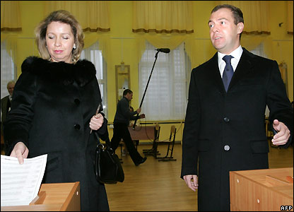 Dmitry Medvedev and his wife Svetlana vote in Moscow