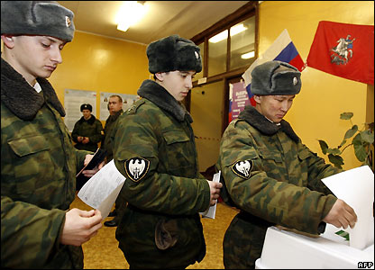 Russian soldiers vote in Moscow