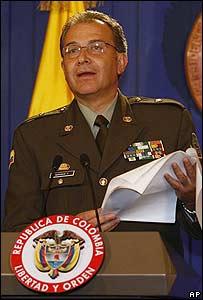 General Oscar Naranjo durante la rueda de prensa el 2 de marzo
