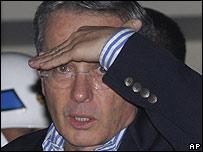 �lvaro Uribe poco despu�s de asumir su responsabilidad por lo ocurrido en Ecuador.