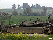 Israeli tanks a few kilometres from Gaza Strip